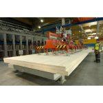 Matériau structurel, le CLT est fabriqué en panneaux de très grand format – image : Woodeum / Stora Enso